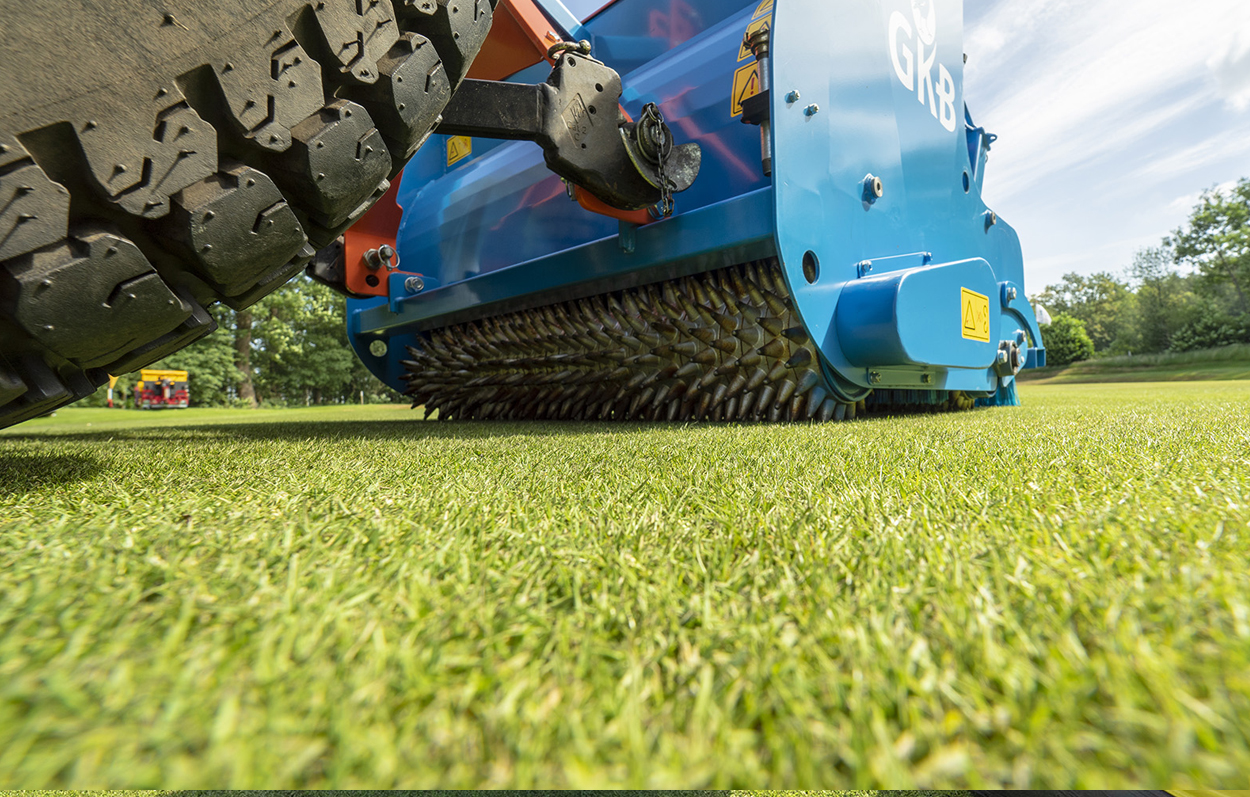 <b>Spike Roller</b><p></p>The conical spike rollers open up the surface as the seeds fall behind the first roller. The spike rings are loosely mounted on a rotor tube so they can move separately, enabling you to make turns without damaging the grass